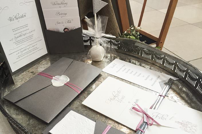 Pochetfold Hochzeitseinladung in Grau Antrazit Rosa und Creme
