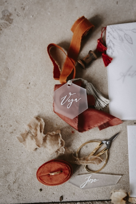 Moho wedding namensschild acryl kalligraphie
