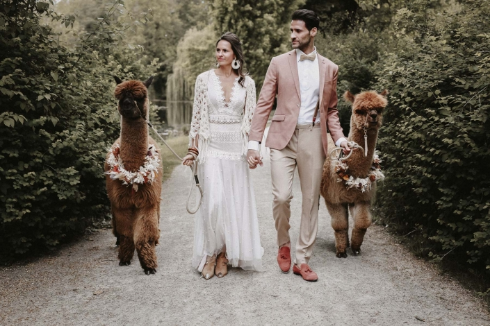 moho wedding couple
