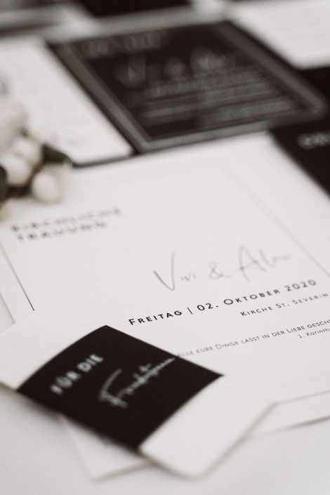minimalistische Papeterie in schwarz weiß