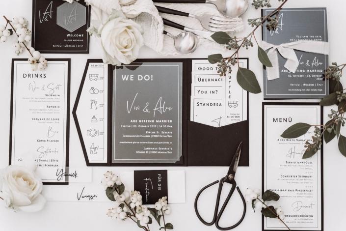 minimalistic stationarry design black white