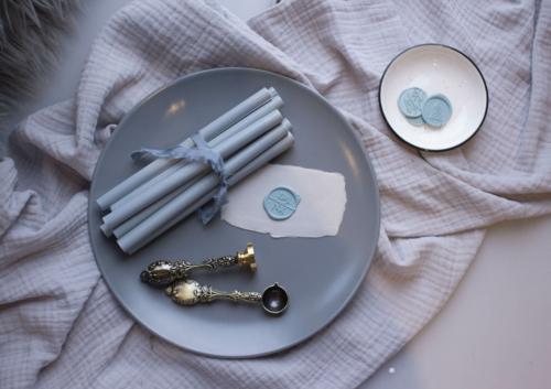 1 Siegelwachsstange Rauchblau matt